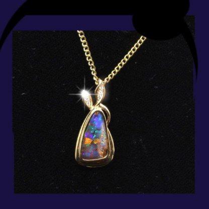 Opal pendant 4015
